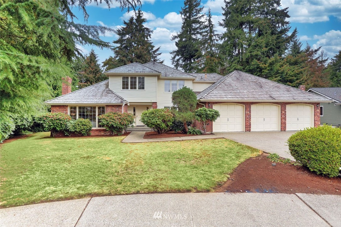 Welcome to The Ridge at Fairwood & this amazing 5 bed, 3 bath home on a park-like 1.3 acre lot. Circular floorplan lends itself perfectly to entertaining w/a large living room, dining room & huge kitchen w/stainless steel appliances & walk-in pantry. Main floor office & upper level bonus room can double as guest rooms. A wall of windows provides an abundance of natural light & stunning views. From the entertainment sized deck, take in the tranquility & privacy of this gorgeous setting. The Ridge is a highly sought-after enclave of well-built homes on estate sized lots, nestled in the heart of Fairwood. Easy access to freeways, SeaTac airport, major retail, dining & business hubs with miles of King County parks & trails at your doorstep!