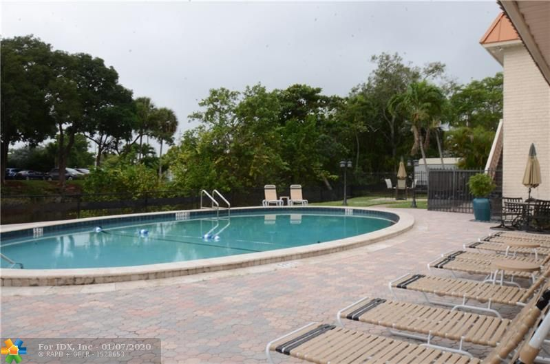 BEST LOCATION IN  WILTON MANORS !!UPDATED  ONE BEDROOM /ONE BATH  IN A BEAUTIFULLY MANICURED COMPLEX WITH CLUBHOUSE AND POOL. LAUNDRY FACILITIES ON THE PREMISES.  MINUTES TO THE DRIVE ,BEACHES AND ALL MAJOR HIGHWAYS . CAN RENT RIGHT AWAY FOR INVESTORS!!!