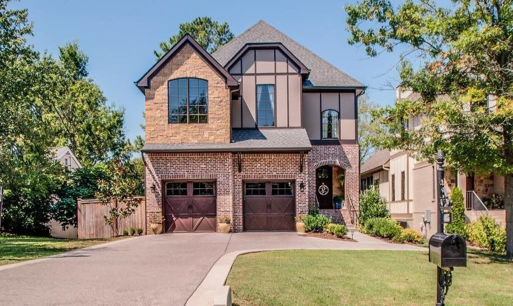Fabulous Green Hills/Lipscomb home with everything including; beautiful hardwood floors, 10ft. coffered ceilings, open floor plan and large screened porch. Amazing walk out basement/rec room downstairs to a large backyard. Short walk to Glendale Elementary.