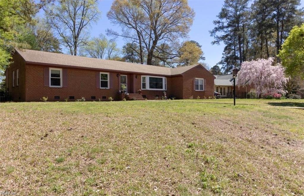 2835 Meadow Wood Drive W