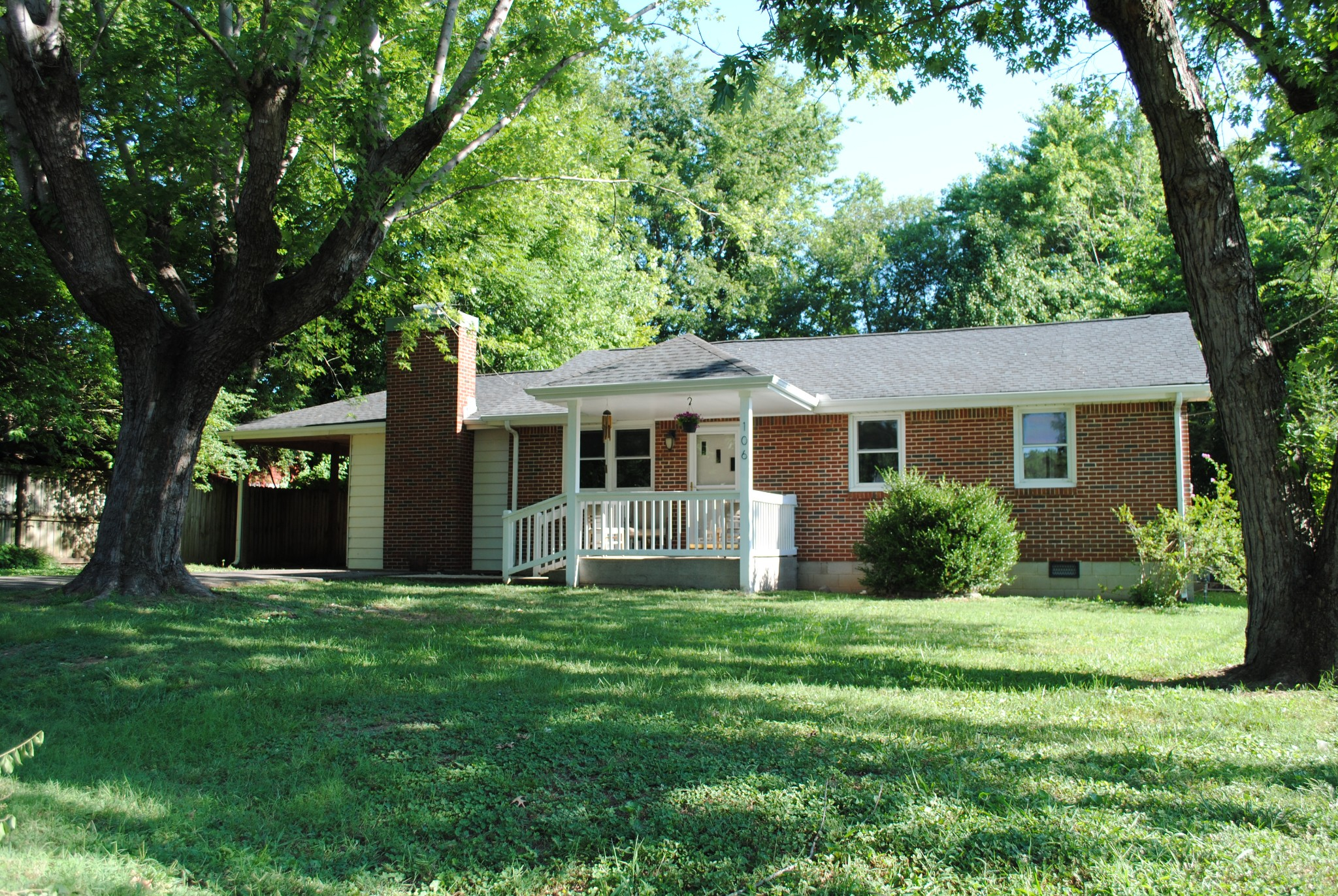 Walk to Downtown Franklin Tn from this one level ranch on quiet cul de sac. NEW floors, kitchen appliances, countertop, Gas tankless water heater, paint and MORE!! Cozy den with wood burning fireplace. Fenced back yard with large mature shade trees. Storage building stays. NO HOA. Covered front porch. Covered side porch or carport.