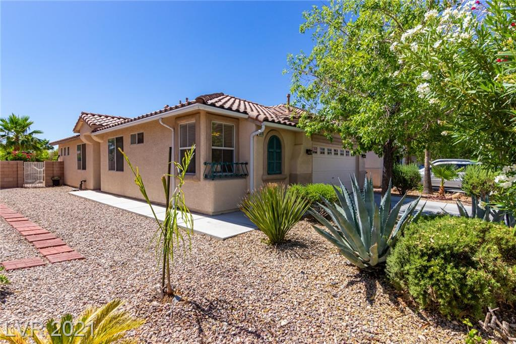 Fantastic single level offering excellent curb appeal, lots of mature vegetation, and a 2 car garage. Inside you will find formal living room, neutral tile floors, ceiling fans, open family room, and delightful eat-in kitchen. A plethora of oak cabinets, plenty of counter space, and recessed lighting complete the kitchen. Soft neutral carpet & closet in all bedrooms. Main suite has its own bathroom with dual vanity, step-in shower, and walk-in closet. Laundry room includes built-in shelves & linen closet for added storage. Colorful backyard is comprised of a slab patio & fragrant oleanders. Relax after a long day while enjoying your favorite beverage. Hurry to see this wonderful value, schedule a showing today!
