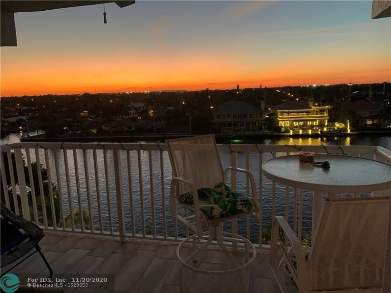 Corner unit with 960 sq ft, this turnkey condo rarely available in a boutique building. Amazing intracoastal views from the master bedroom, balcony, living room & dining room. 300 yards from the ocean. Second bedroom has partial ocean views! Beautiful upgraded kitchen showcases stainless steel appliances & upgraded master bathroom. New tile floors throughout with tile baseboards. Condo just completed 40 year restoration with new balconies! Strong reserves! Enjoy the boat show everyday while looking at million dollar homes and a mansion next door.