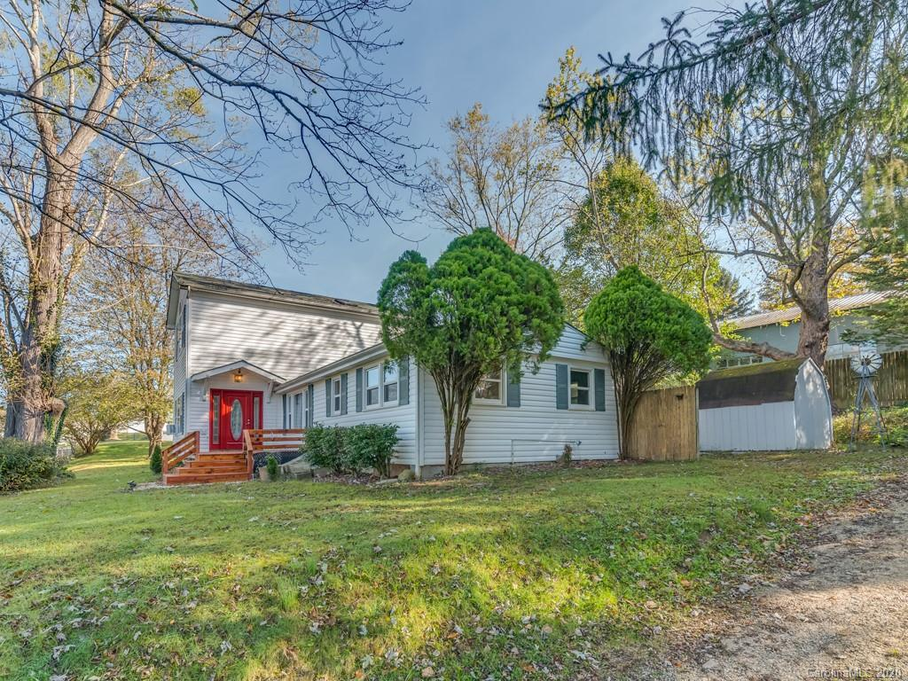 Located minutes from downtown Hendersonville.  Country setting within a short distance to Lake Osceola.  Traditional floor plan with living room, bedrooms/flex rooms, office/study, laundry room and bathrooms.  Flooring in living room is unfinished.  This home has great potential.  