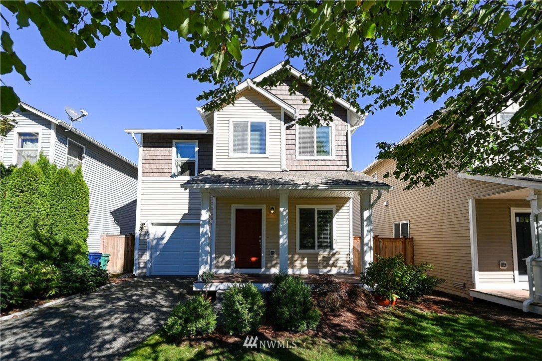 Beautifully upgraded home; kitchen w/espresso cabinets, tile counters, glass backsplash, stainless apps, walk-in pantry & bamboo floor. Upgraded lighting thru-out. Spacious owner's suite w/soaking tub & walk-in closet. New interior paint. Loft office. New cedar deck. Great garage storage. Excellent Lake WA schools.