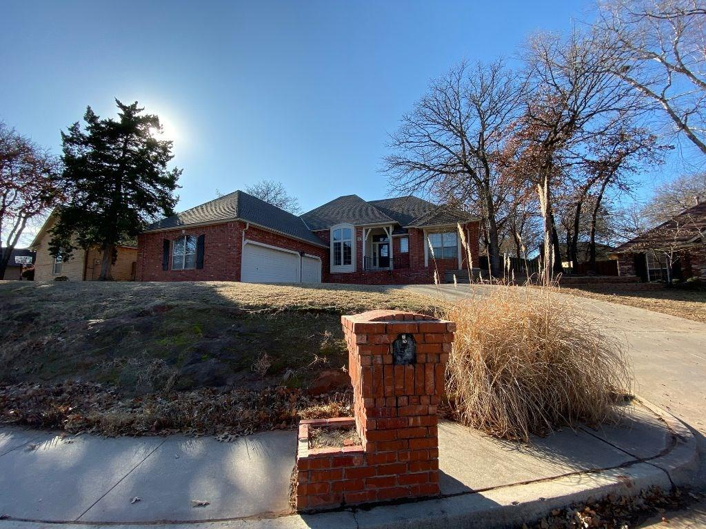 This freshly modernized quality built Randal Duncan resale is Move In Ready!!  This charmer offers a great color scheme, handsome wood floors, butlers pantry with wine frig... stunning master suite that features a cathedral ceiling, freshly modernized bathroom, walk-in closet with built-ins... Open family room off kitchen that offers a cathedral ceiling!  Fantastic location with the best of schools, easy access to I-35...