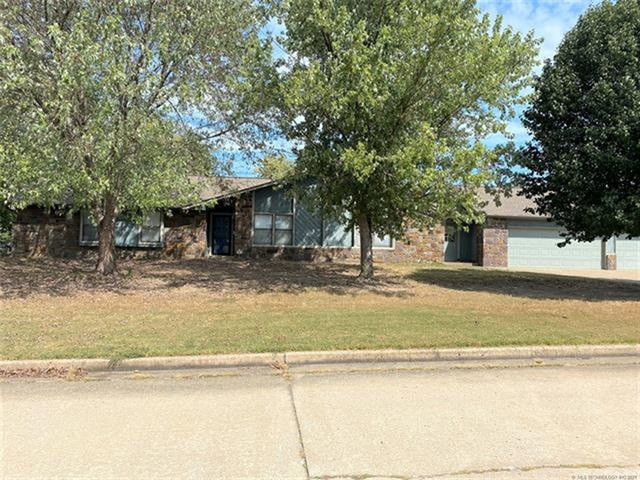 5925 Meadowside Lane, Tulsa, OK 74131