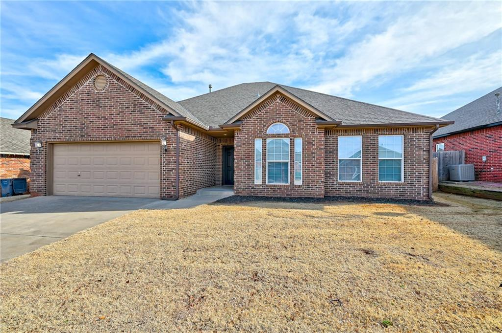 Beautiful home in Edmond, 1869 sqft. 3 beds and 2 baths. Refrigerator will stay with the property. Great location!