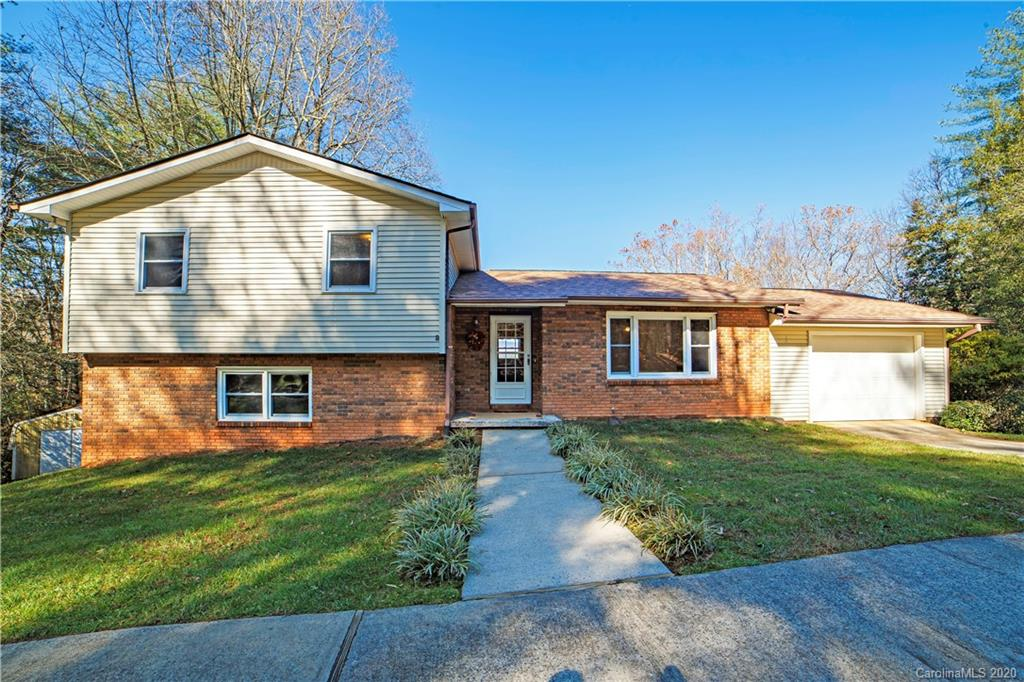 Move-in ready home on approximately 1.56 acres in the lovely neighborhood of Thomas Woods. This tri-level home has 4 bedrooms and 3 baths, living room, kitchen and large den/family room with fireplace and gas logs. See the beautiful mountain views from your kitchen window and spacious screened porch. Great proximity to Brevard and Hendersonville. Only minutes to Dupont State Forest and Pisgah National Forest.