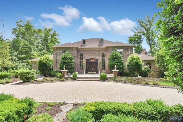 Country Club Setting, Saddle River, NJ 07458