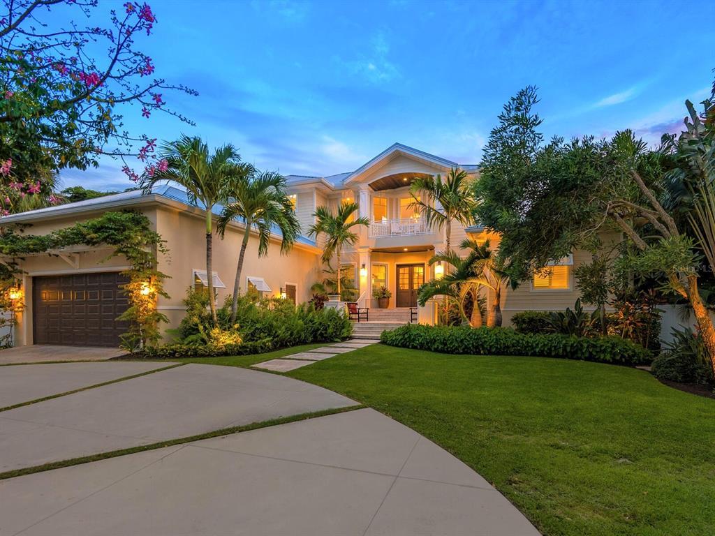 880 Siesta Drive, Sarasota, FL 34242