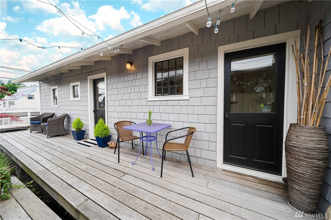 Only a few Seattleites can say they live on a floating home. Here is your chance! A true cottage on the lake with 599 square feet, she packs a punch with a charming eat-in kitchen, cozy book nook, and large one bedroom.  Gorgeous vaulted ceilings, one full bathroom, and a space for possible home office.  Home was renovated in 2016 with new windows, floor, kitchen, and bath.  Room for the kayaks or more deck storage.  Jump in your kayak to admire the sunrise before the city awakes. Has Parking!