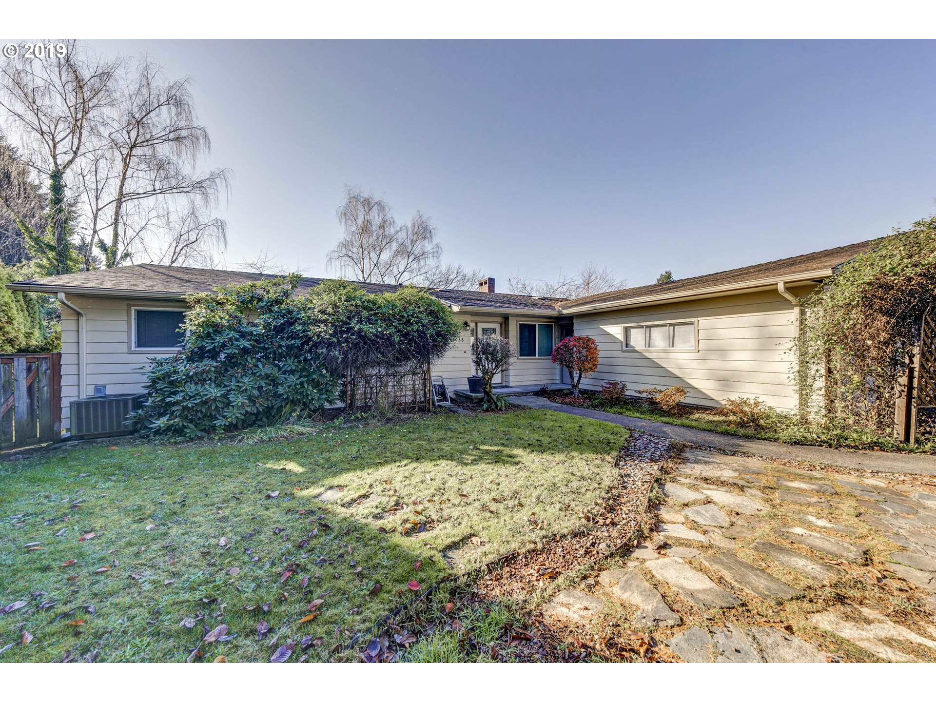 Beautiful Daylight Ranch mid-century home located in a quiet neighborhood, with 6 Bedrooms 3 Baths, fireplace in both living room and family room. Minutes away from Mall 205, restaurants, parks and school.