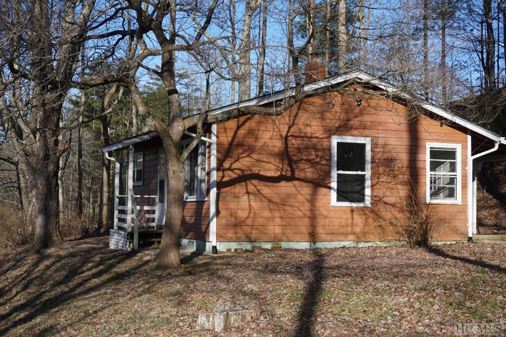 7 Grefe Road, Scaly Mountain, NC 28775