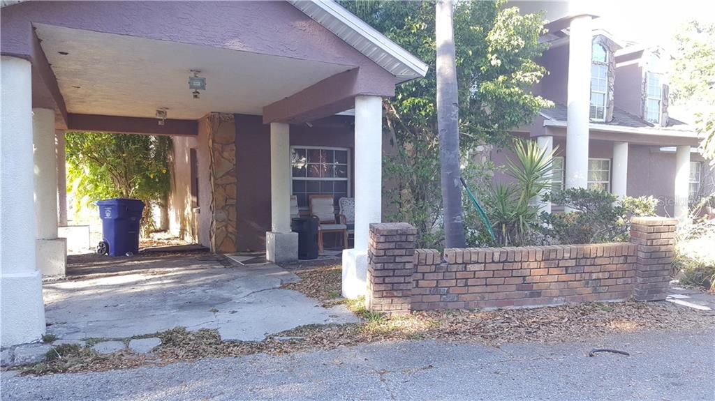 Short Sale. short sale. DO NOT APPROACH THE SELLER. Needs major renovations. Several rook leaks. Mold throughout the home. Extensive stucco work.