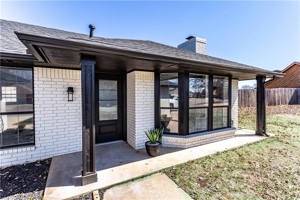 Amazing!!! Modern Farmhouse Inspired Transformation. Awesome find in a Great Neighborhood. Close to Weatherford High School and Burcham Elementary. Updated inside and out. Wood burning gas fireplace. 2nd living area was previously used as Home Theatre Room. Large walk in Master Closet.  Outbuilding with window unit.  Large fenced in backyard.