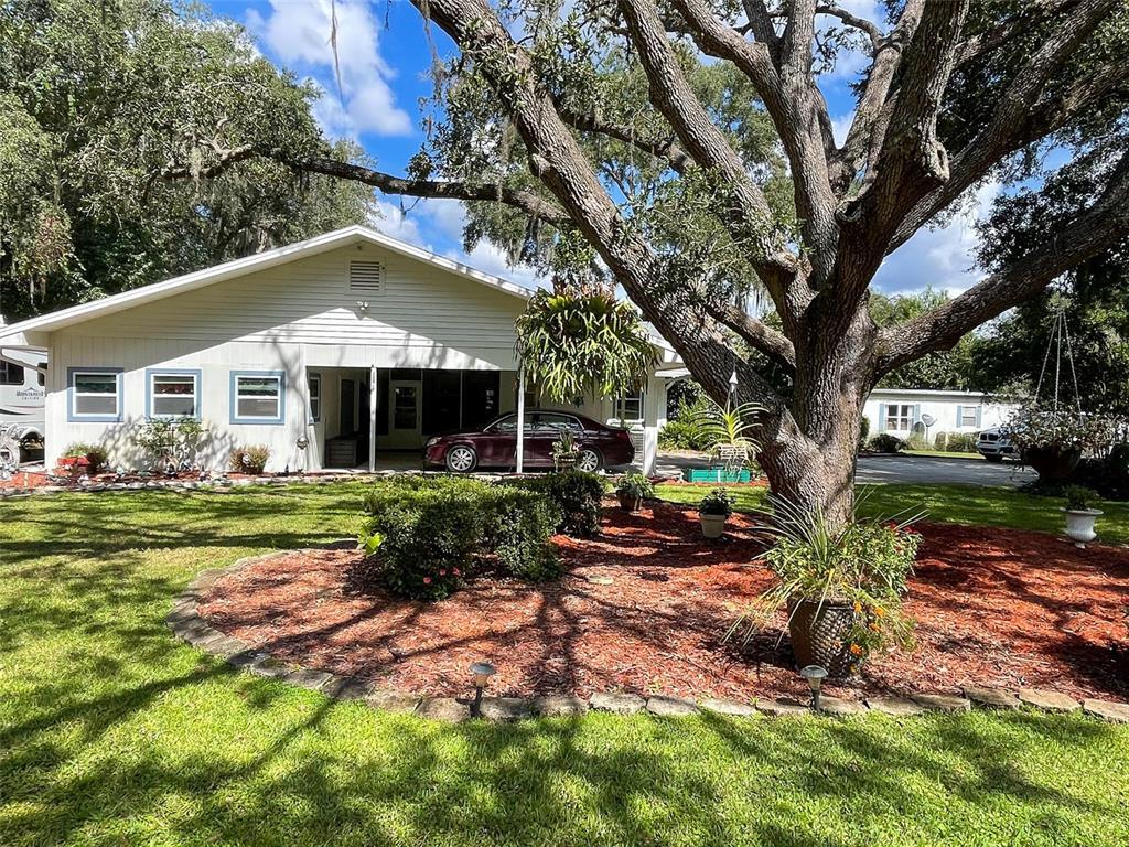 118 E Cowpen Lake Point Road, Hawthorne, FL 32640