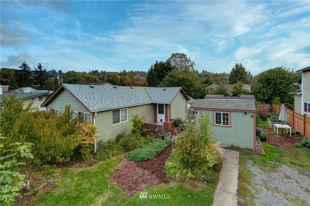 Updated Cute and Cozy 1010 Sq Ft 2 Bed,1 Bath rambler in Tukwila.Perfect for commuters & minutes from comm center,river,trail & fishing,access to I-5,dwtn Seattle,light rail & airport.Home was taken down to the studs in 1996.Generous size Master with very large walk in closet & vanity,Open Kit with lots of storage & break bar area,SS fridge,DW,Gas Range with 5 burner & warmer,utility rm,newer windows & paint.3 outbldgs & shop having power.A gardeners delight with a variety of plants-fruit & veg.