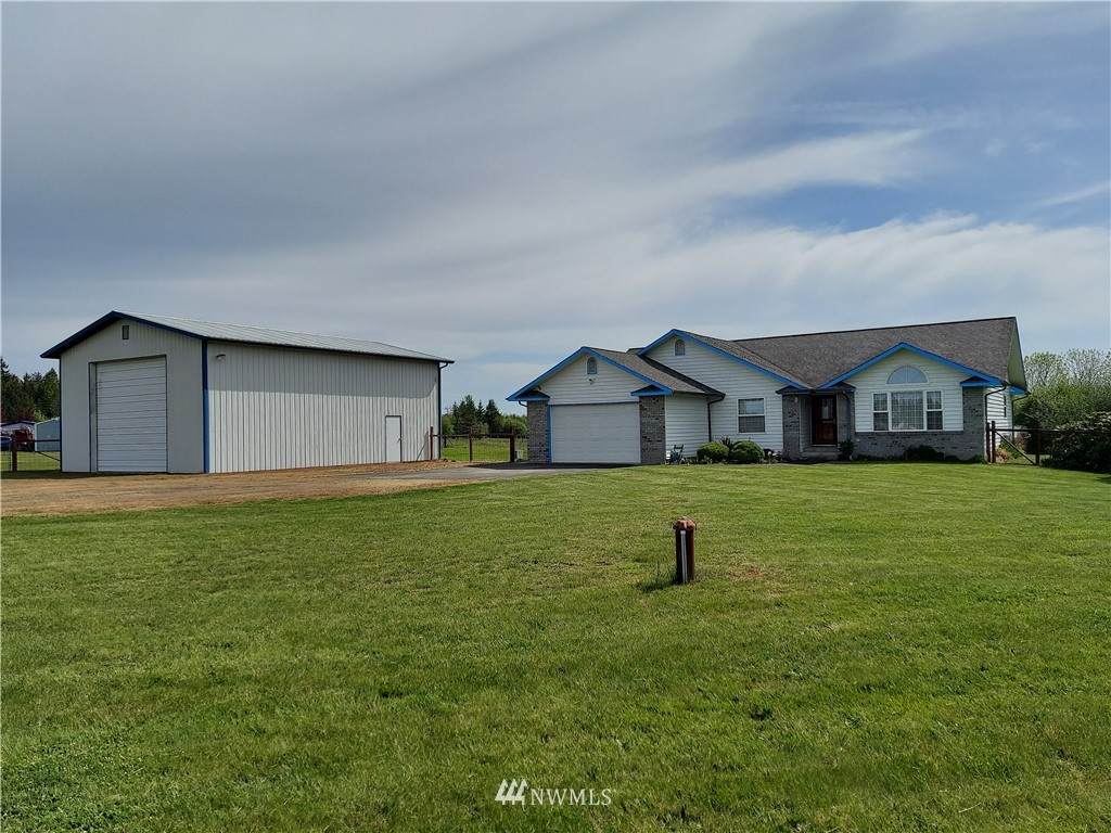 Beautiful mountain view rambler, 2-car attached garage, 30x40 RV shop, 2.92 ac, fenced pasture. Well maintained, 1894sf, oak entry, cathedral ceiling, x-lrg kitchen, solid oak custom cabs, 6-burner range, full length eat bar, dining w/bay window, living, utility, spacious master bed/bath, walk-in closet & deck access + 2 bed & den w/French drs & arched double pane window, ceiling fan, fiber optic, high-speed internet, Craneboard vinyl insulated siding, dog run, & easy access to freeway and Cowlitz R. Rainbird drip/sprinkler system, water filter/softener system. Newer well holding tank.
