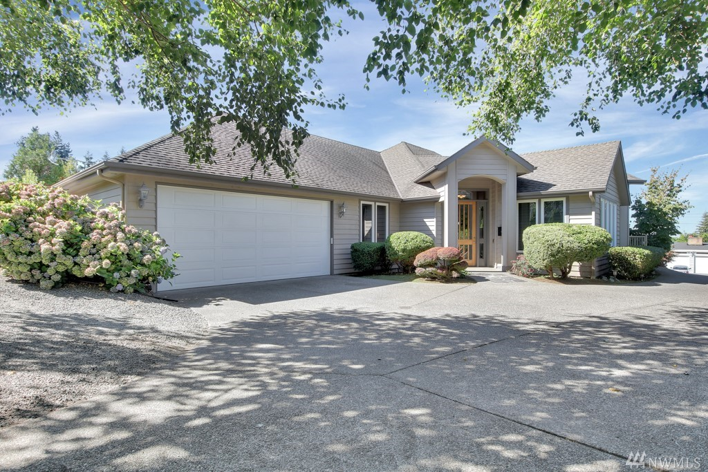 Absolutely Beautiful Custom Rambler W/Peek-a-Boo Water & Mt. Views~Home is Immaculate~3 Bedrooms, 2.5 Baths~Vaulted Ceilings~3 Fireplaces~Chefs Kitchen w/Granite~Stainless~Prep Sink~Warming Drawer~Huge Pantry~Nice lg Living Area~Office/Den~Master Bedroom w/Walk-In Closet~Huge Shower & Soaking Tub~Lg Wrap Around Patio w/Access From Living Area & Bedroom~Nice Size Dining Area~A/C~Sprinkler System~Low Maintenance Yard No Grass~Ex Large Garage~Wheel Chair Accessible Home~Appliances Stay~Warranty!