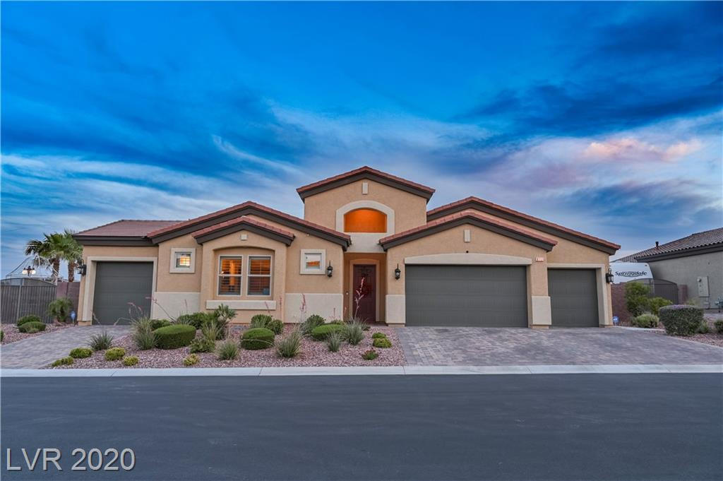Immaculate single story home w/ 4 bed, 3.5 bath & 4 car garage. Turn key elegance starts at the front door which opens to a stunning courtyard. Kitchen boasts a lavish island, granite counters, breakfast bar, plenty of cabinetry, & SS appliances. Master w/ large tub, walk in shower, dual vanities & walk in closet. 4th bed casita w/ walk in closet, bath, & access to 1 car garage! Outdoor resort like backyard w/ multi elevation pool, a wetdeck &spa