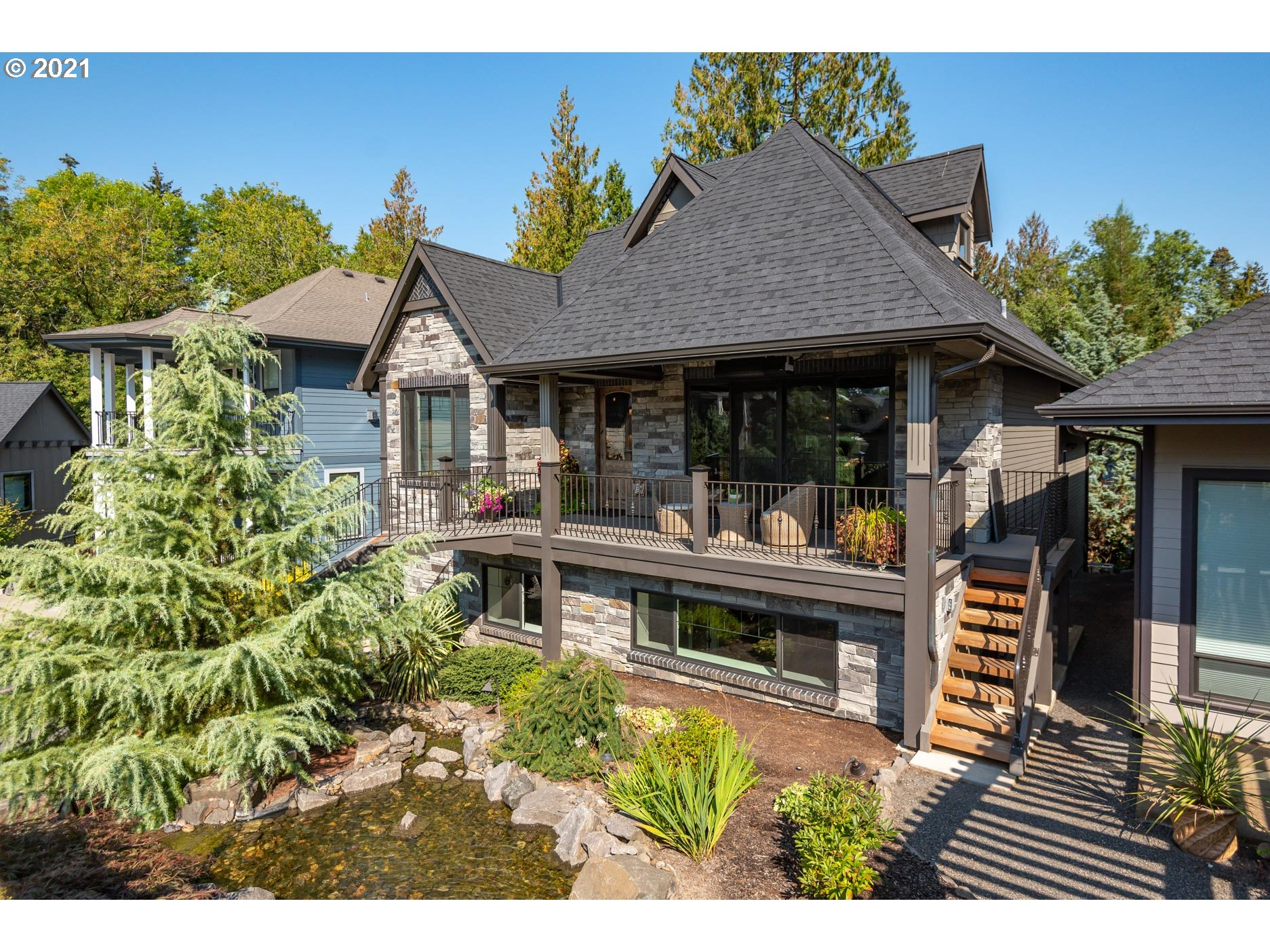 A rare opportunity in The Watermark Gardens, the superior craftsmanship you'd expect to see in the builder's personal residence. Waterfall entrance, 23ft natural wood ceilings, ledgestone FP, solid white oak hardwoods, designer carpet, earth advantage platinum & more!   An amazing community with a creek & wooded area, full outdoor kitchen, TV/Music, fire pit, bocce court & more! Great for friends, family, & community events and activities!  All just minutes to Hwy 217 & 26. See amenities list.