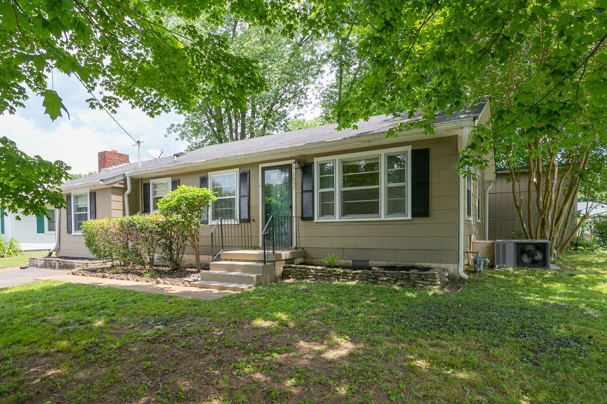 Imagine a relaxing, mosquito free evening inside of a screened in patio overlooking your fenced in back yard. This quaint 2 bedroom 1 bath features two living rooms, eat in kitchen, and HUGE laundry room. This charmer is just waiting for your special touch! Don't miss out!