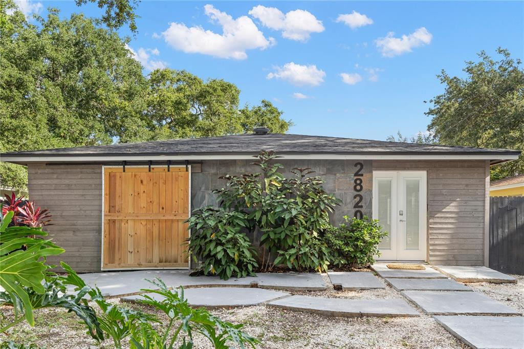 Newly updated Ballast Point charmer! Welcome to 2820 W BAY AVE, ideally located to all that South Tampa has to offer! Featuring 3 bedrooms, 2.5 baths, and over 1,500  ft, this gem is move in ready and ready to call home. Enjoy an open concept living area that flows perfectly into the kitchen and dining space, ideal for entertaining friends and family. The kitchen features bright white cabinets, butcher block counters, all stainless steel appliances and bar seating at the island. The home is dressed with easy to clean ceramic tile flooring throughout, fresh interior paint, recessed lighting, and wonderful curb appeal! Walkable to Restaurants, Bars, Ballast Point Park, and just minutes to Downtown Tampa, and Macdill Air force base. Don't delay & schedule your showing TODAY!