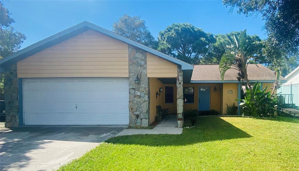 8990 Country Square Drive, Seminole, FL 33777