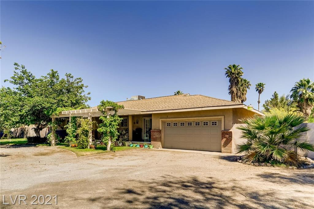 *HUGE LOT OVER 25,000 SQ FT ZONED FOR HORSES, CORRALS STAY, OUT BUILDINGS, TACK ROOM AND A POND*FULL BLOCK WALL* CIRCLE DRIVEWAY WITH 2 GATES AND RV PARKING AND SEP RV GATE*DOG RUN*CITY WATER AND CITY SEWER*1 STORY,3 BEDROOM,  2 CAR GARAGE* AWESOME REMODELED KITCHEN WITH STAINLESS STEEL APPLIANCES, GARDEN WINDOW, ISLAND, BREAKFAST NOOK/EATING AREA, SOLID QUARTZ COUNTER TOPS* NEW LAMINATE FLOORING* NO HOA WHICH IS A PLUS*