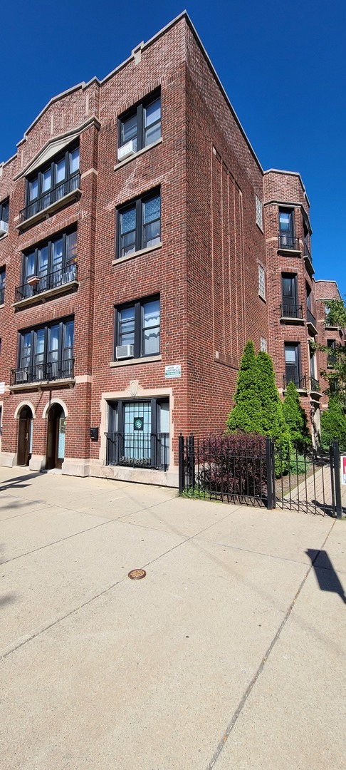 1250 W Addison Street 2B