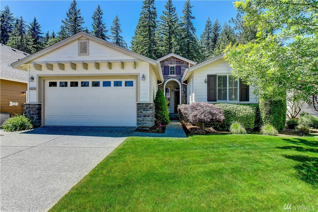 This Vashon plan home is extremely private and nicely appointed; shining hardwoods, cabinets w/pull-outs, slab granite split-bar counter, 2 year old stove & custom entertainment cabinet to name a few. 2 Solatubes & lots of windows = loads of natural light. Large master w/bump-out,  & big walk-in closet. 2nd bdrm w/Murphy bed & built-in desk + an addtl flex room. Low maint backyard is a great entertaining space. New H2O tank. Clubhouse, pool & Trilogy amenities + front yard maint incld in dues.