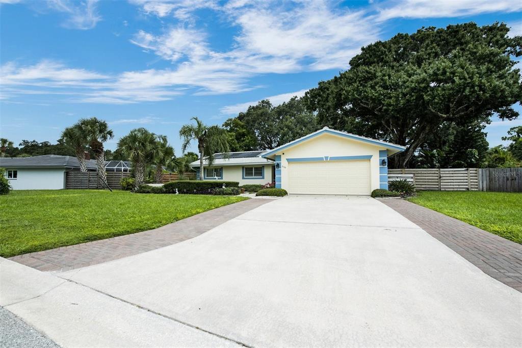 2039 Riviera Drive, Sarasota, FL 34232