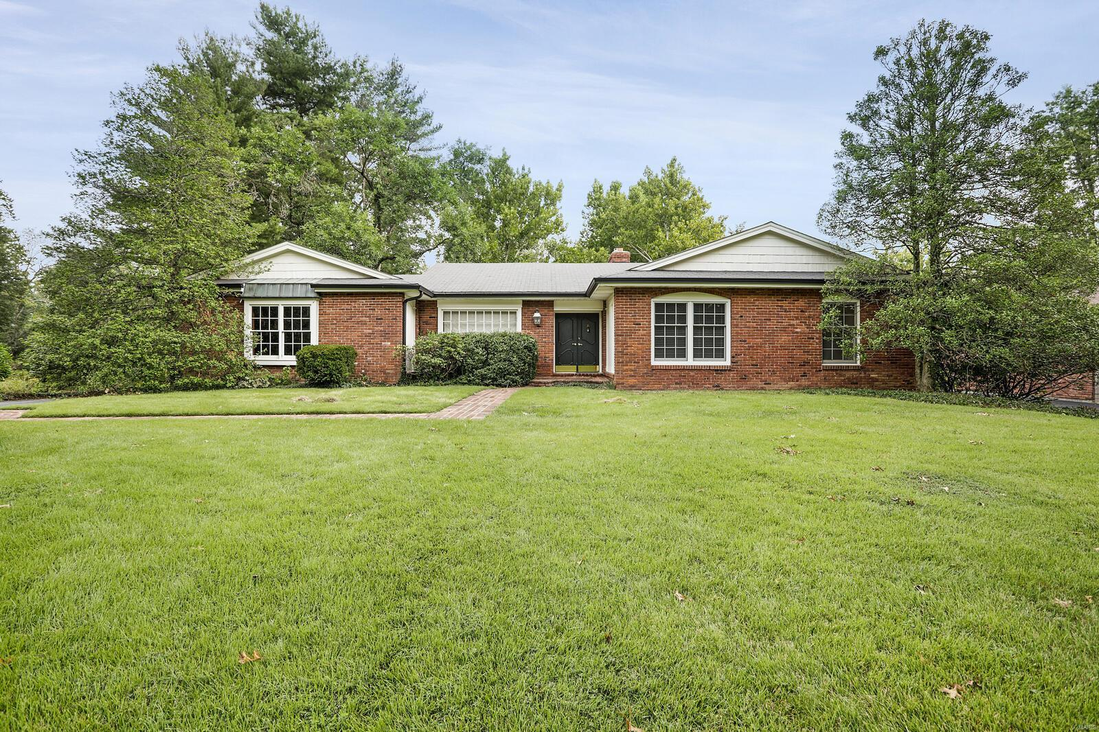 18 Brook Mill, Chesterfield, MO 63017