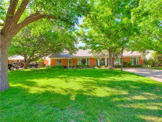 Home has many updates, kitchen has been remodeled with beautiful Granite counter tops and a new Breakfast bar and Stainless steel appliances.  The Master bath has been remodeled with new cabinetry, granite and large shower. The Game room features bookshelves and could be a 5th bedroom as it has a full bath.  Anderson windows throughout the house and Plantation shutter.  Well cared for home.  Need 24 hour notice to show.