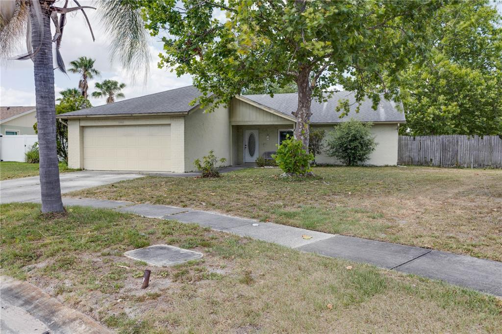No HOA or CDD''!!! Great 3/2 house with fireplace, spacious living room. You will love the open kitchen floor plan. Large Master bedroom with walk in closets and vanity. Screened lanai and 2 car garage with a fenced back yard. Wow ! You don't want to miss out on this deal !