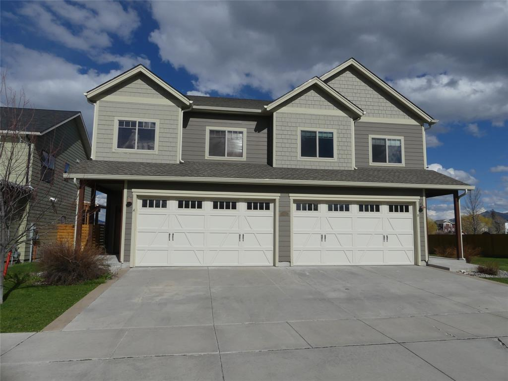 Beautiful, large condo overlooking and backing up to a 7-acre park with ponds!  Great location one block from new high school and Meadowlark Elementary school.  Huge master suite (16'x18')  with vaulted ceiling, large walk-in closets in all bedrooms.  Baths are finished nicely with tile floors and accents.  Kitchen and baths feature granite countertops.  Living room has a corner gas fireplace and joins a dining and kitchen area.  Double attached garage.  This is worth the visit!