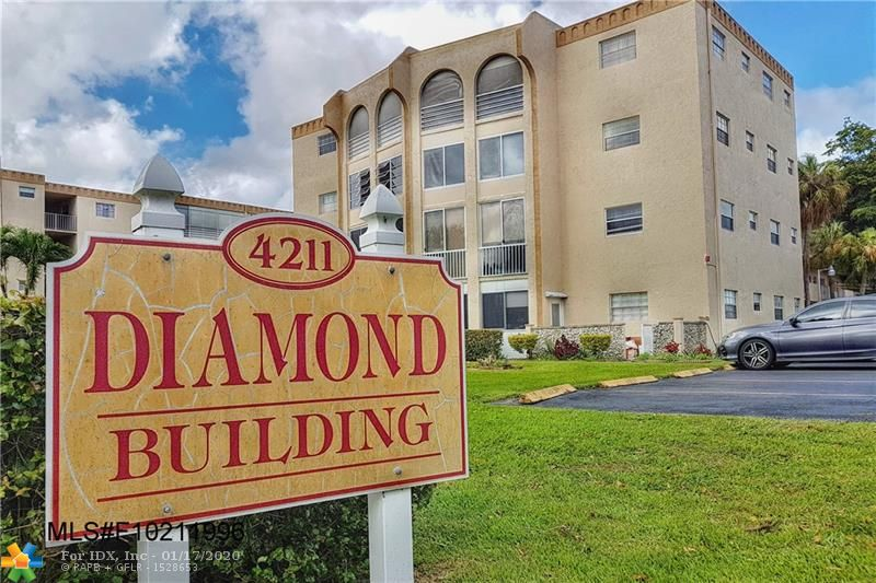 Priced low for a quick sale. Large 2 bed/2 bath condo in the Diamond Building of Oakland Club. Beautiful laminate floor in living room and bedrooms. Great condo to make your own by updating the kitchen and bathrooms to your liking. Can use some cleaning and some handyman touches and is priced accordingly. This is an active 55+ community. Maintenance fee is $262 per month. Clubhouse fee is $40 per month. Roof assessment of $60 per month for 3 more years to be assumed by the new owner. Sqft is according to tax records.