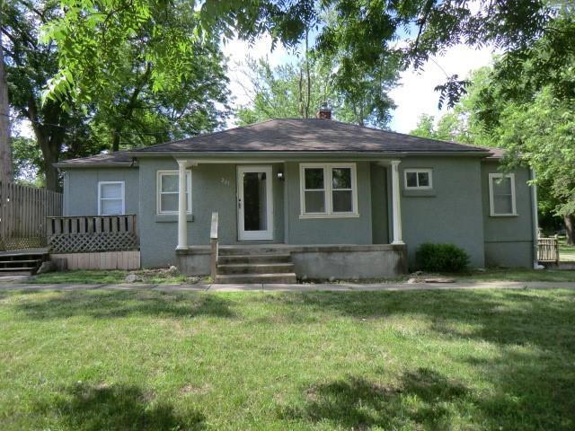201 NE 76th Terrace, Gladstone, MO 64118