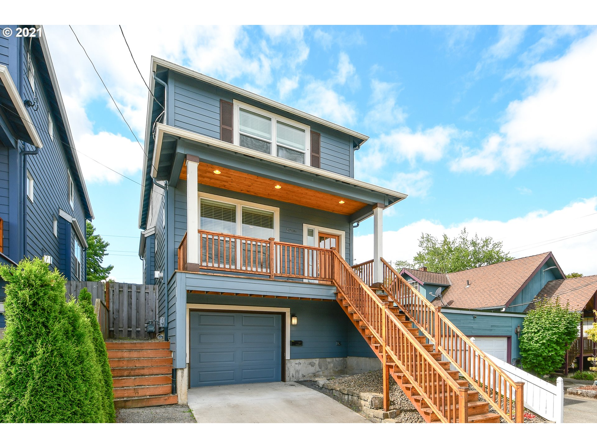 Perfect Traditional with a great room floor plan, Chefs kitchen, slab counters, undermount-sink and custom cabinets. owners suite with dual vanities, walk-in closets with buildouts. Ideally located, easy freeway access, excellent bike and walk scores. [Home Energy Score = 6. HES Report at https://rpt.greenbuildingregistry.com/hes/OR10193568]