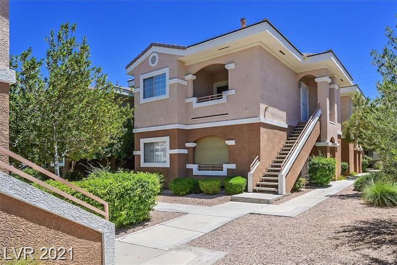 Located in a gated community, living room has vaulted ceilings, open floor plan, nice kitchen & in a beautiful gated community. The commuity has a community pool & spa, don't miss out, it wont last long!