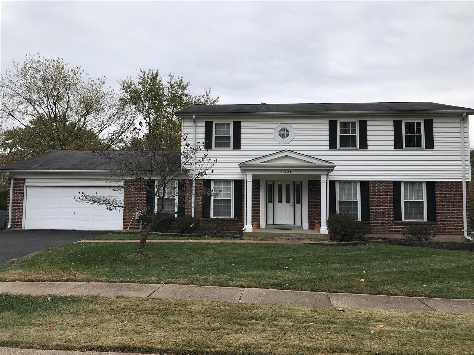 1528 Woodroyal East, Chesterfield, MO 63017