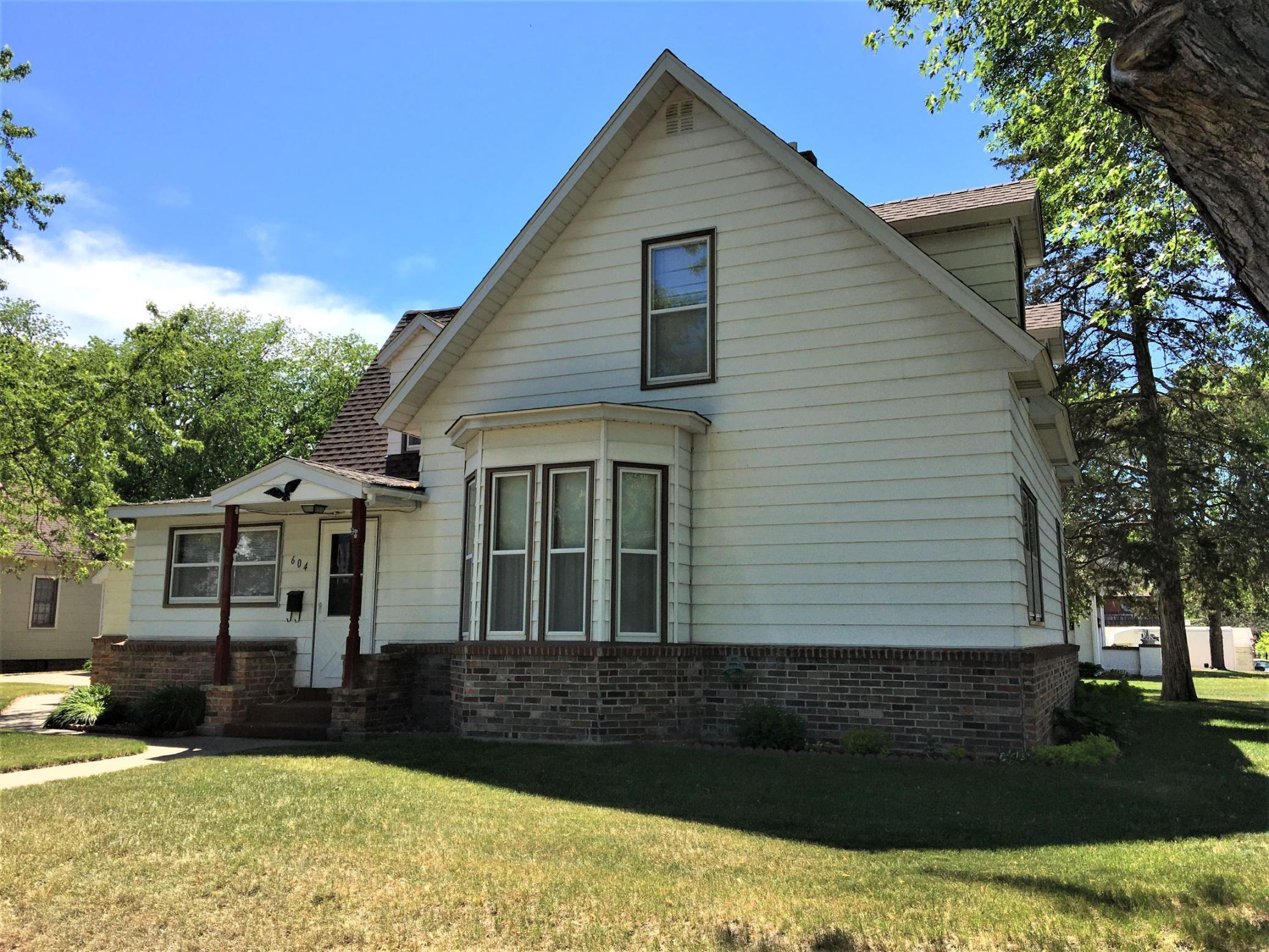 JUST LISTED! Check out this 3 bed, 2 bath 1 ½ story home on a corner lot. Home features hardwood floors, main floor laundry, main floor family room & den. You'll love the grand staircase, garden and many storage spaces this home has to offer!(Buyer's agent to verify all measurements/info.)