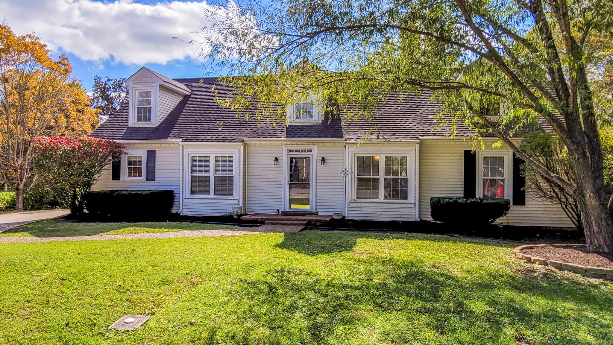 DON'T MISS This Impressive Cape Cod Home on a Cul-De-Sac in Cottonwood in Franklin! * Newly Renovated Kitchen with Marble Tops, New Appliances, Pot Filler, Tiled Backsplash, & Eating Bar * Nice LVP Flooring Throughout the Main Level * Newly Renovated Main-Level Primary Bath with Beautiful Tiled Frameless Glass Shower * HUGE 2nd Level with Large Bedroom, Walk-In Closet, Full Bath, & Bonus Room * Private Backyard with Common Area Behind