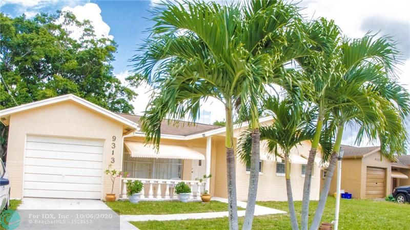 Fantastic 3 Bed 2Bath 1 Car garage canal front roof only 5 years old new water heater, enclose screen- in patio tile floor and carpet in Bedrooms. no associations fees and close to hi way and mayor stores, lowest price in subdivision, ac only 3 months old.