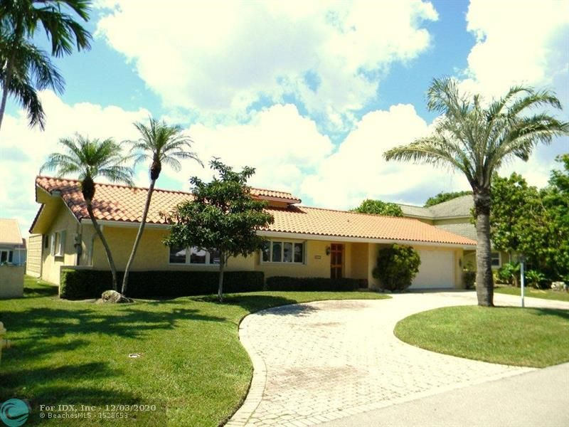 """Adorable """"""""Venetian Isles"""""""" Deepwater Home With Expansive 90Ft Dock, With Draft For Vessels Of Size! South Of 39th! VERY Well Maintained 3 Bedroom's With Water Views (ALL With Walk In Closets) A Pleasant Master Bath & """"CHIC"""" Cabana/2nd""""! Well Updated Waterside Kitchen! Tile Flooring Throughout; With The Rarer """"""""Carrara Cenere Rizo Terrazzo Underneath""""""""  Impact Sliding Doors & Thermal Hurricane Rated Windows With Accordion Shutters! Roomy 2 Car Garage & Circular Paver Driveway, Newer A/C System In 2018! 1.5M To Hillsboro Inlet (NO Bridges In Between) On Quiet Cul-de-sac Street (Lined With Many Newer Homes), Walking Distance To the Yacht Club! Welcome Home For A LHP Family OR HIGH Cap Return On The HOT AirBnb Marketplace IN The """"New World""""!! Presented By the """"Lighthouse Point Specialists"""""""
