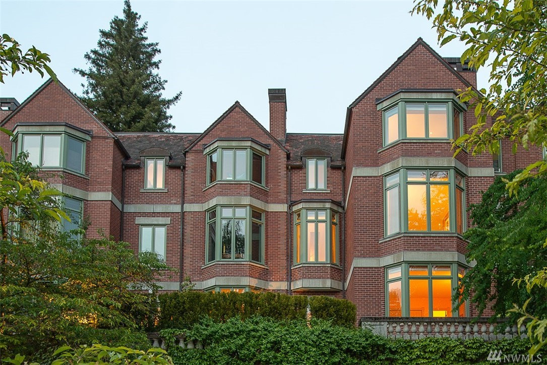 Exquisite living at Seattle's iconic Merrill Court. Heralded as the most urbane townhome collection in the city; offering luxury and convenience at every tailored turn. Timeless traditional architecture enveloped by lushly landscaped grounds blends seamlessly into historic Harvard-Belmont district. Volumes of gracious living, bathed in western light. Private elevator access to 3 floors of freshly remodeled living including a stunning kitchen & magnificent master-suite. The epitome of refinement.