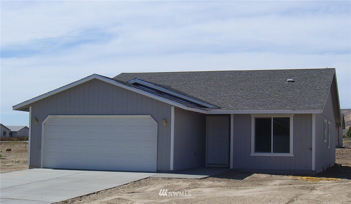Another quality built home from Olsen Homes.  Four bed, 1.75 bath new home in outstanding neighborhood.   Front yard sod and UGS.   2-10 Homebuyer's Warranty included.  Ring in the new year in your new home.  Photo is of floor plan previously built, actual home may vary.