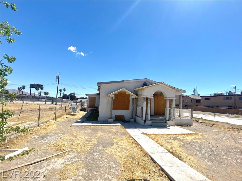 Per Department of Planning, this property is ZONED FOR T5 N (Neighborhood) Zone. It is showing as SFR in Tax Record. The house is currently boarded up due to a previous fire. Value is in the Land. Prime location downtown in a re-development district where multiple development projects are in the works. Close to art district, Neon Museum, Mob Museum and much more.