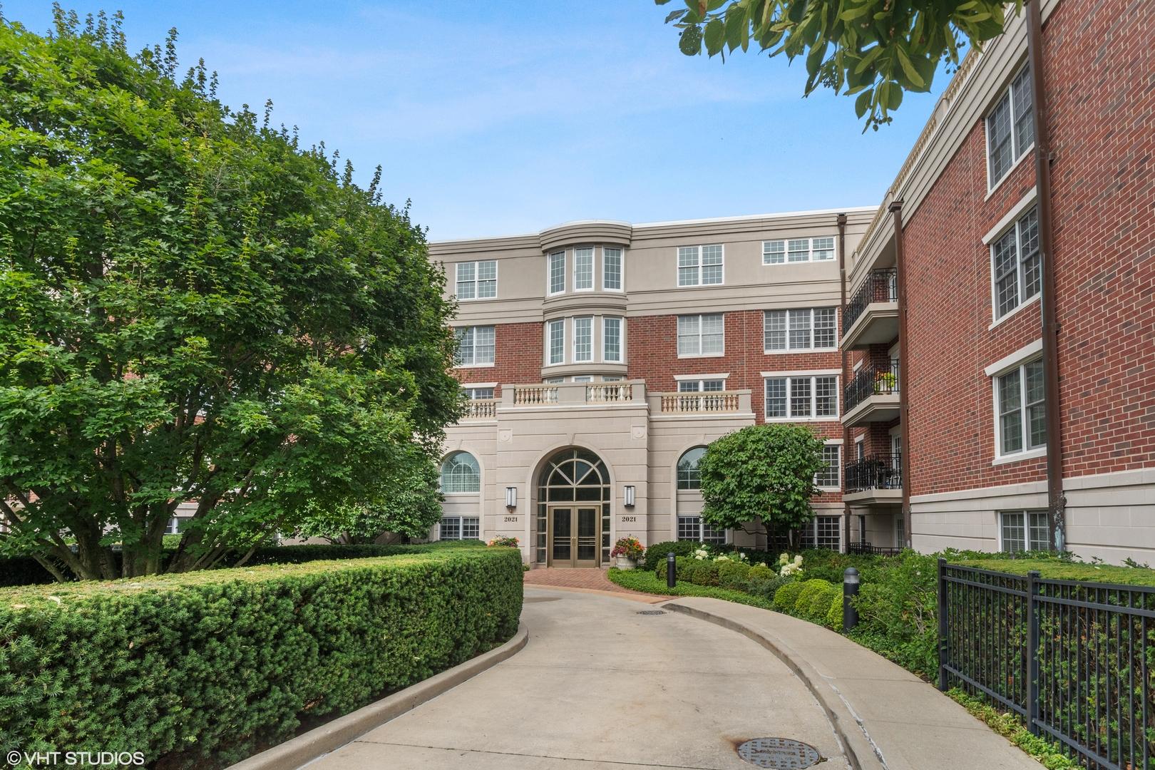 2021 Saint Johns Avenue 1B, Highland Park, IL 60035